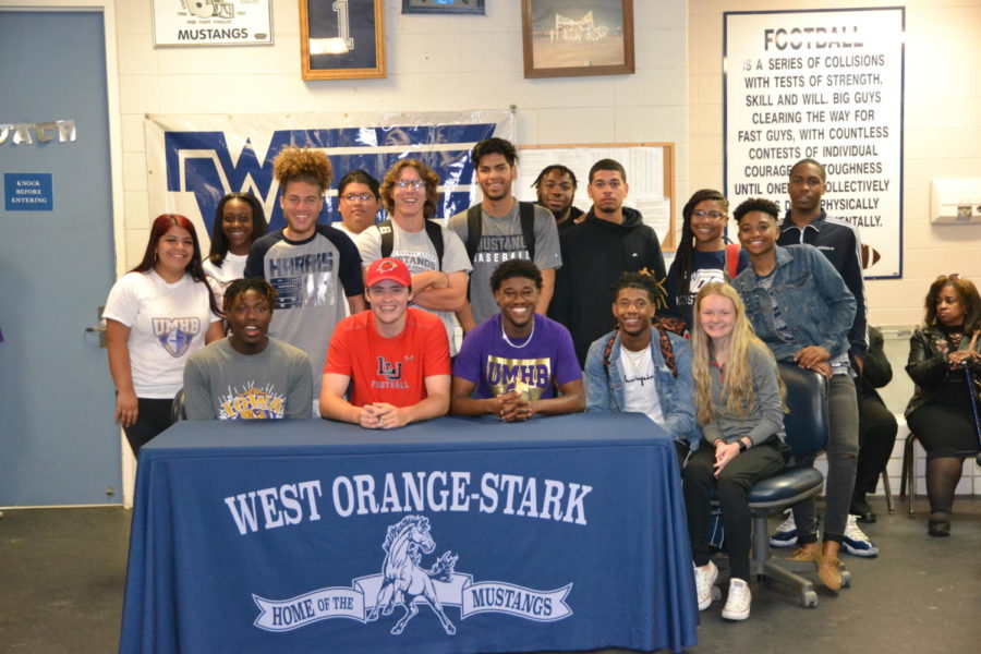 Senior+Sports+Players+Sign+for+College