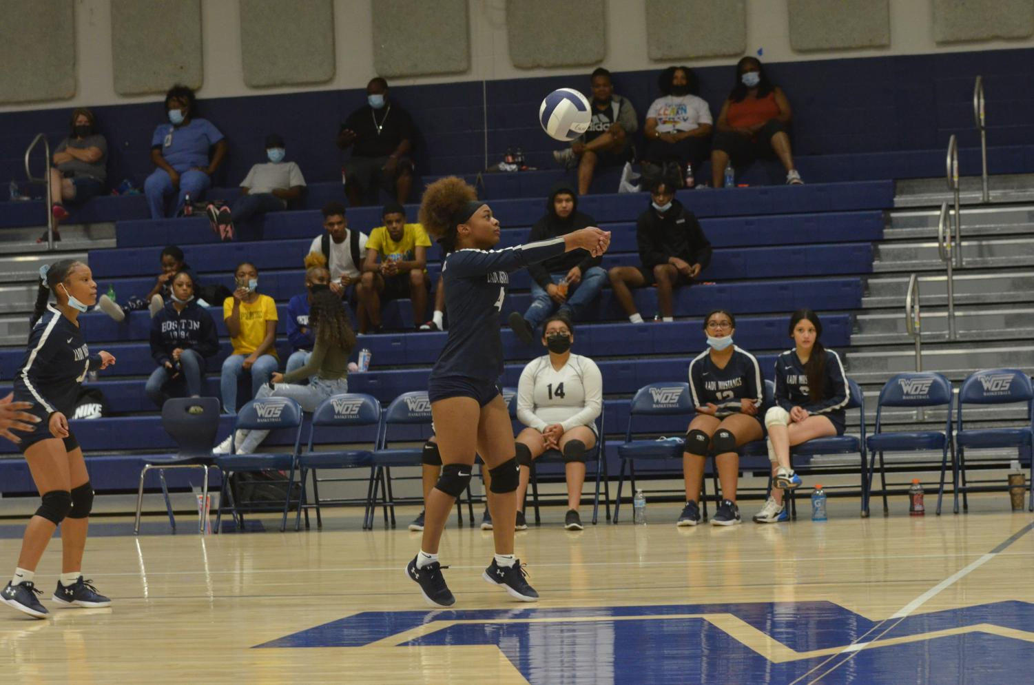 Volleyball+Team+Keeps+the+Crowd+on+The+Edge+of+Their+Seats
