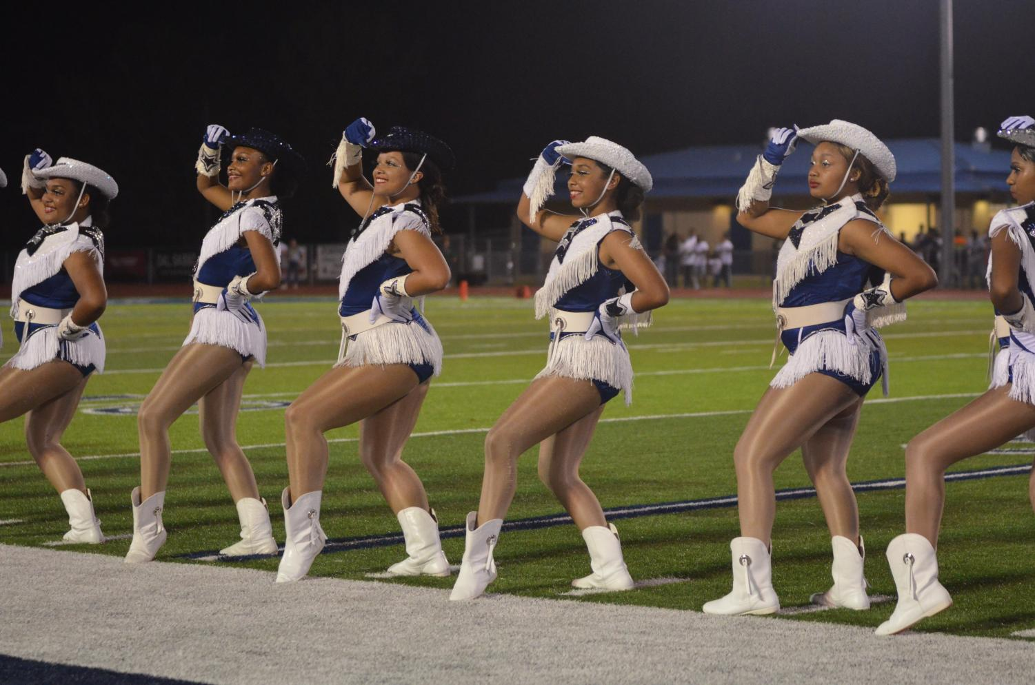 Fillies+Entertain+the+Crowds+at+Halftime